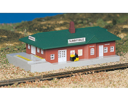 N-Scale Plasticville Built-Up Sunnyvale Passenger Station by Bachmann