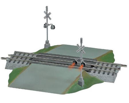 O FasTrack Grade Crossing w/Flashers by Lionel