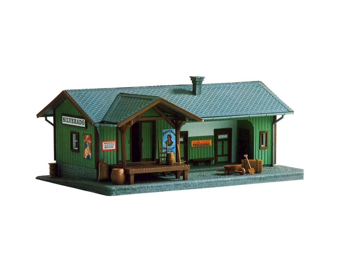 Model Power HO Silverado Station Kit