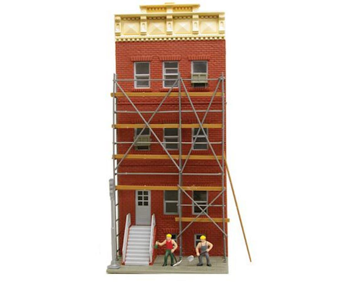 Model Power HO B/U Riley's Renovating, Lighted w/Figures