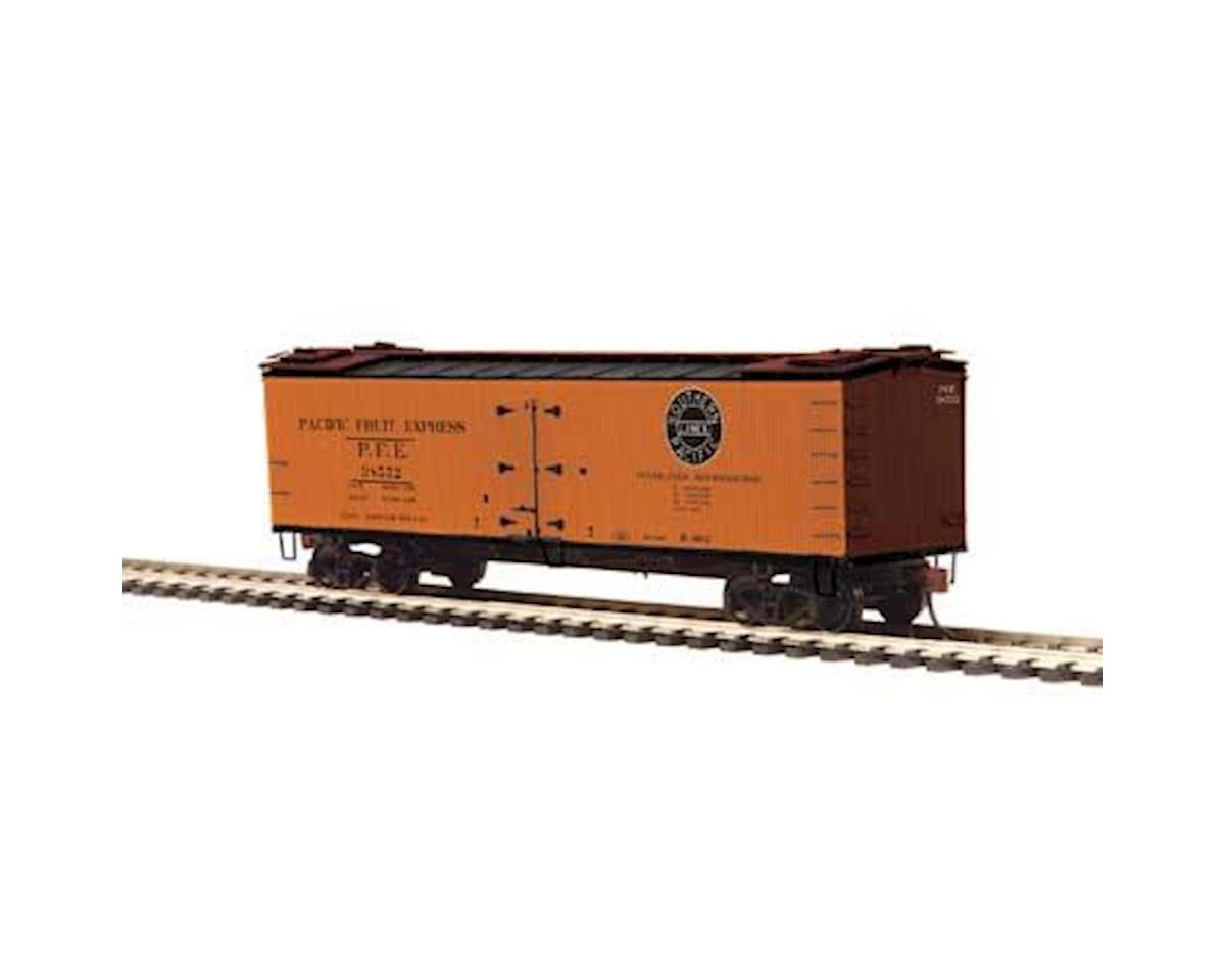 MTH Trains HO R40-2 Wood Reefer, Flaharty Dairy #38540