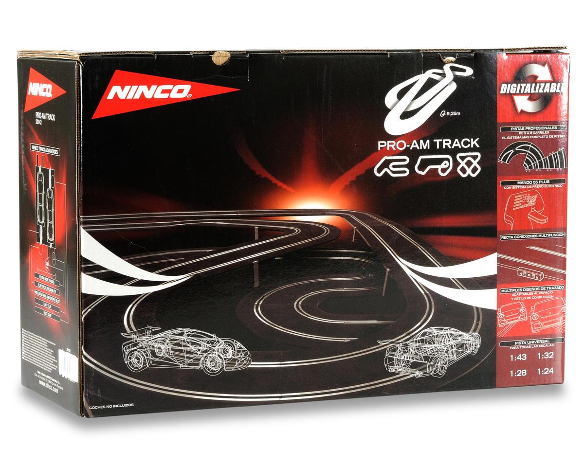 Ninco 1/32 Pro-Am Track w/2 Porsche 997 Slot Cars
