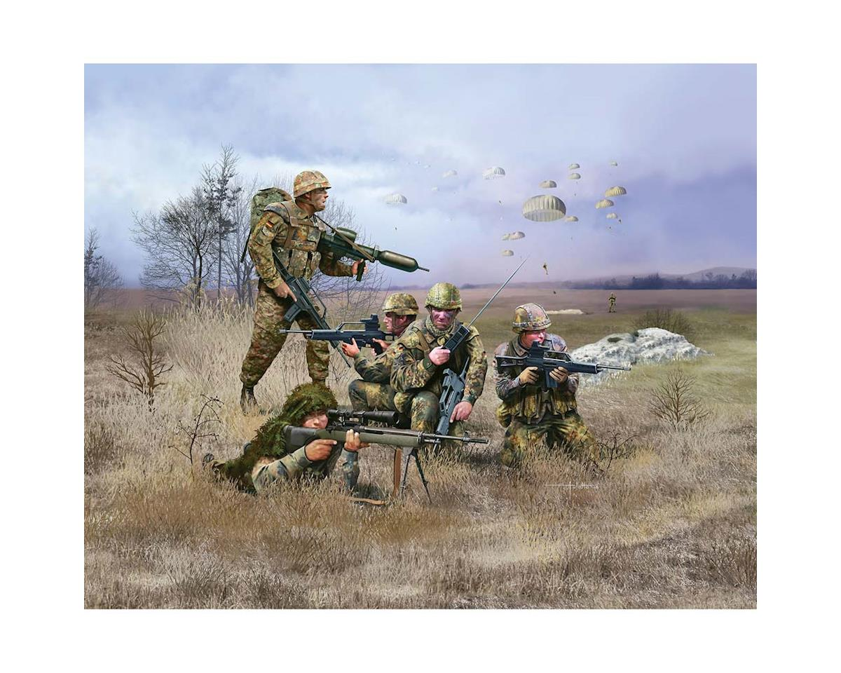 1/72 German Paratrooper Modern by Revell Germany