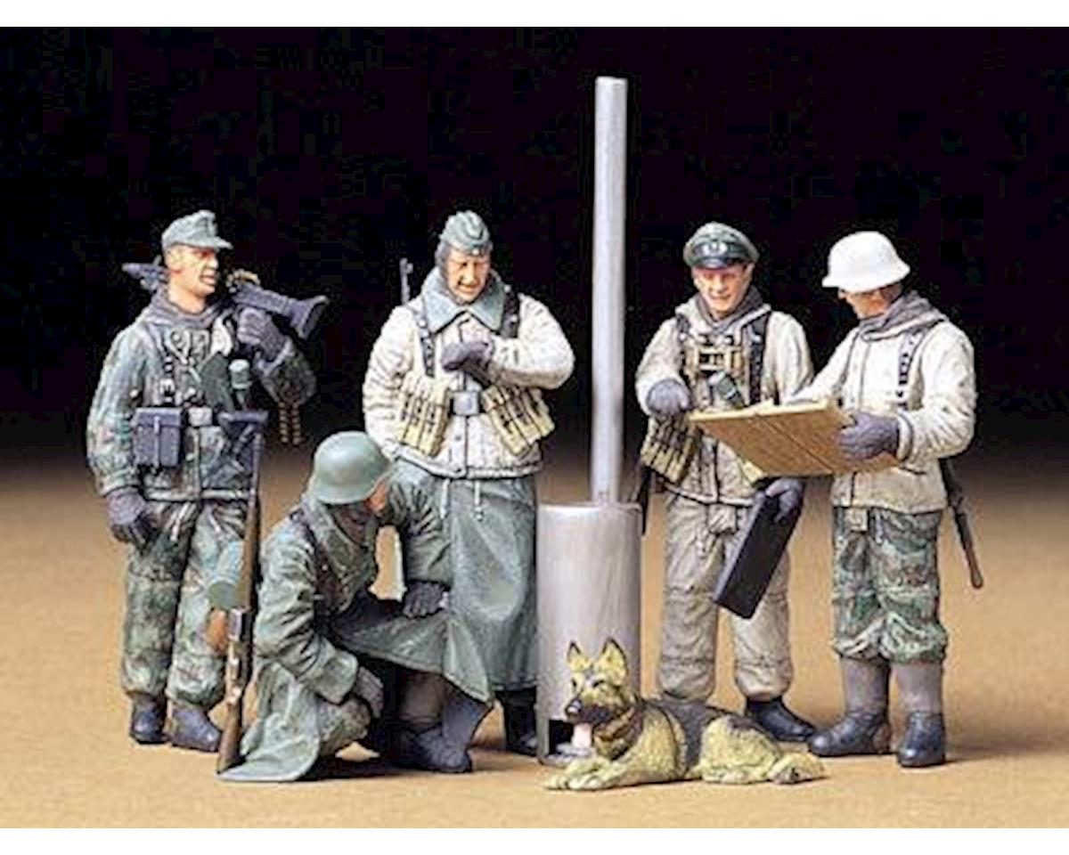 1/35 German Soldiers at Field Briefing by Tamiya