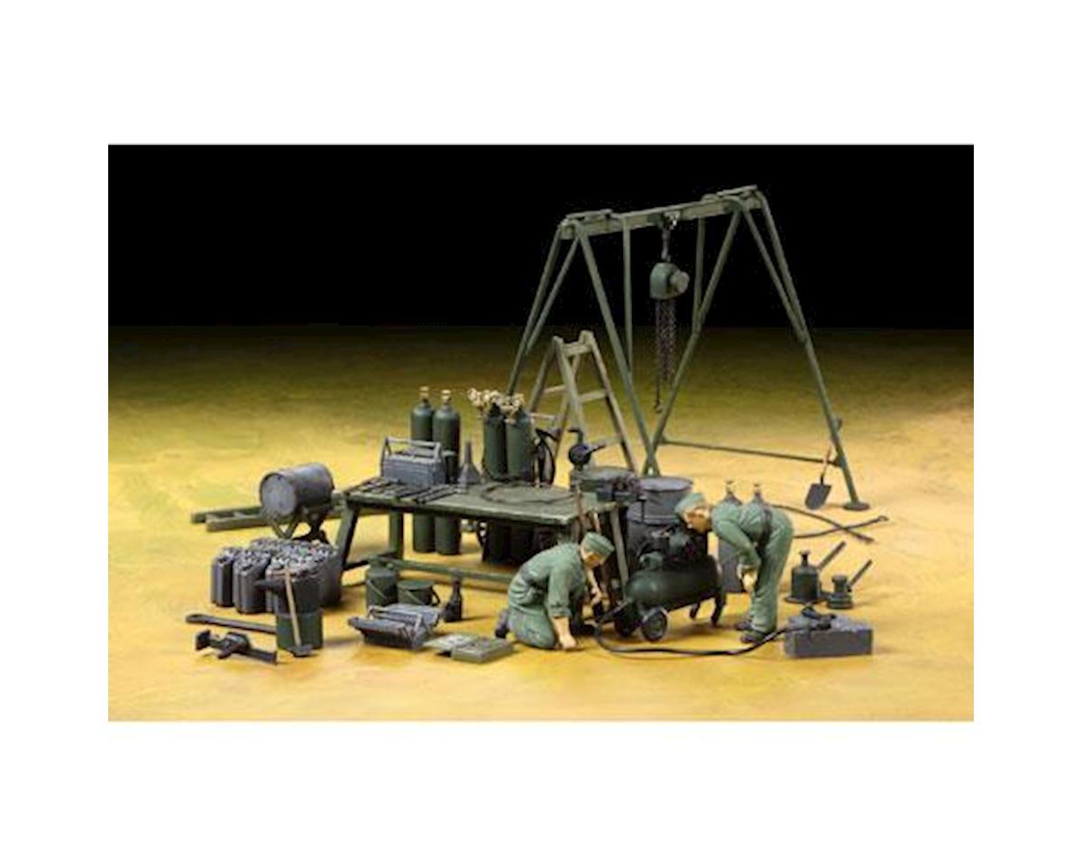 1/35 German Field Maintenance Team w/Equipment Set by Tamiya